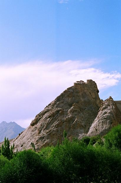 almost fell off the bike here. had crossed fotu la. was moving towards kargil when i saw this mountain, marvelled at its shape, kept moving and then realised with a sudden shock that good god, there was a monastery atop it.