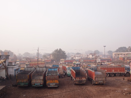 7 in the morning. trucks coming in for the auction at 'punjab kanta', the point in chandasi where the auction happens
